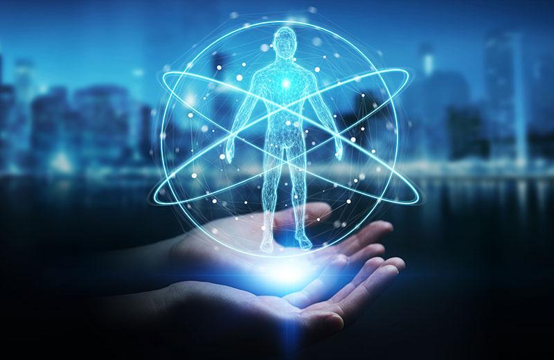 Hände halten das Hologramm eines menschlichen Körpers